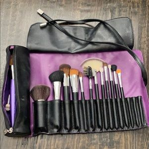 Younique brush holder roll